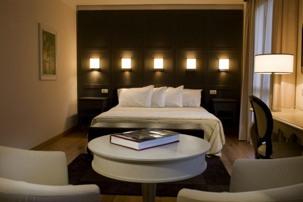 Deluxe-room-1024x682